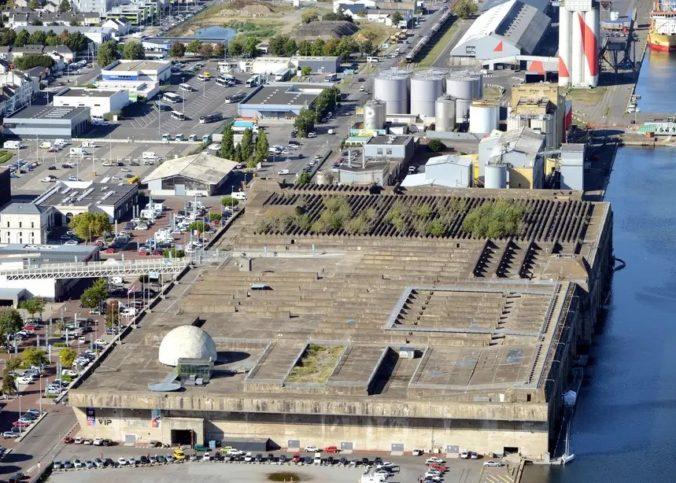 Une vue du toit de la base navale allemande de Saint Nazaire