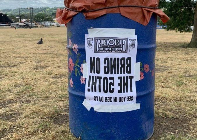 Un tonneau à ordures lors du Festival de Glastonbury