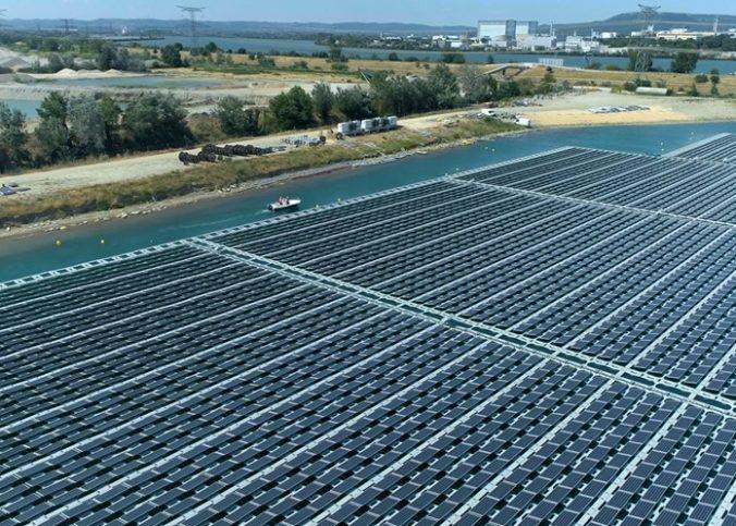 La plus grande centrale solaire flottante de France inaugurée vendredi à Piolenc, près d'Orange, dans le Vaucluse