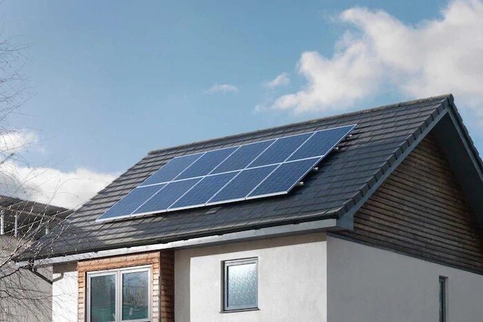 Un panneau solaire sur le toit d'une maison (Photo : Ikea).